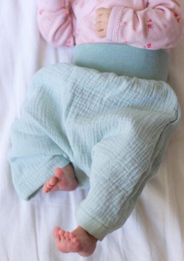 Musselinhose Kinder Baby selbstgenäht GROW & FLY